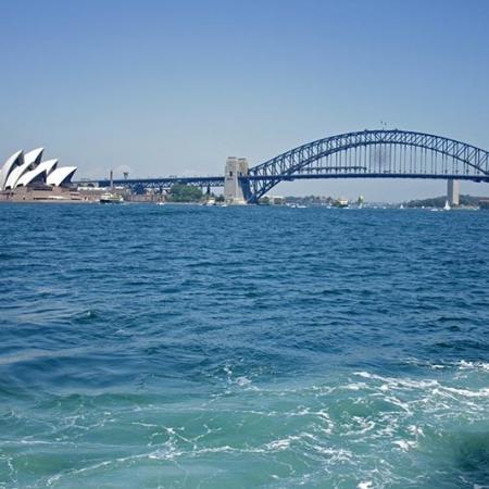 Le Ferry S'éloigne De Sydney En Direction De Manly