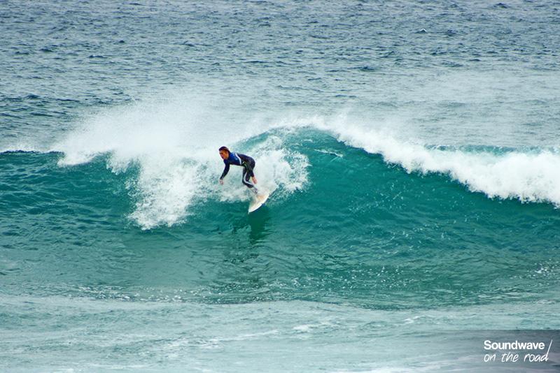 Surfer à Phillip Island en Australie