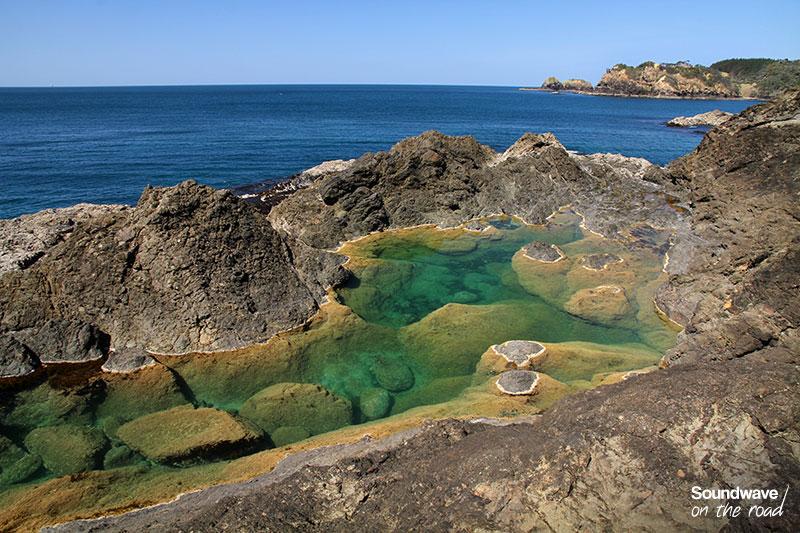 Sublime bassin naturel aux eaux claires en Nouvelle Zélande