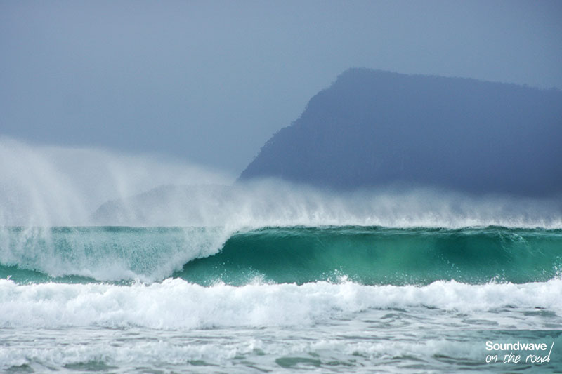 Des vagues parfaites déferlent à Bruny Island