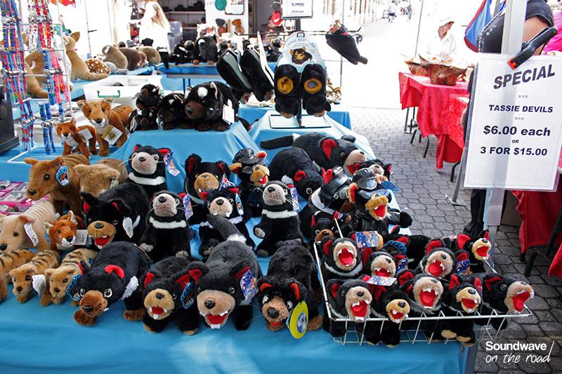 Diables et tigres de Tasmanie en peluche au Salamanca Market