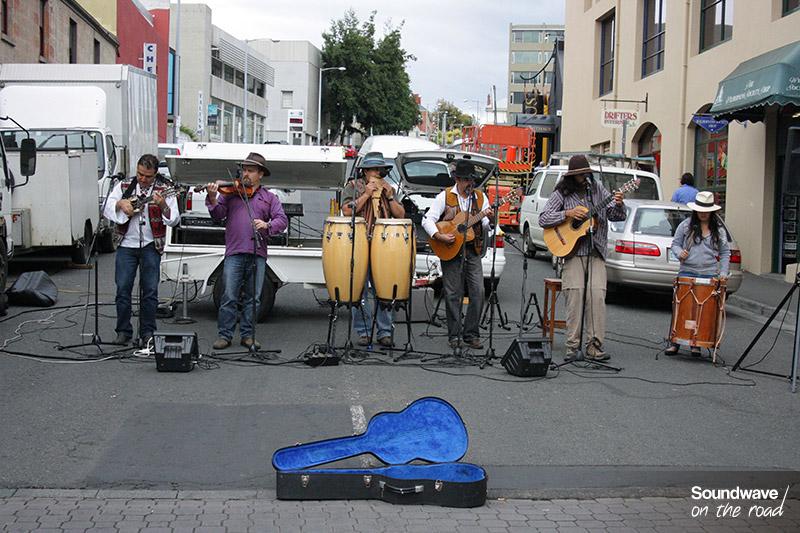 Groupe de musiciens péruviens à Hobart