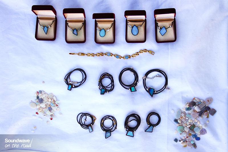 Bijoux sertis d'opales bleues