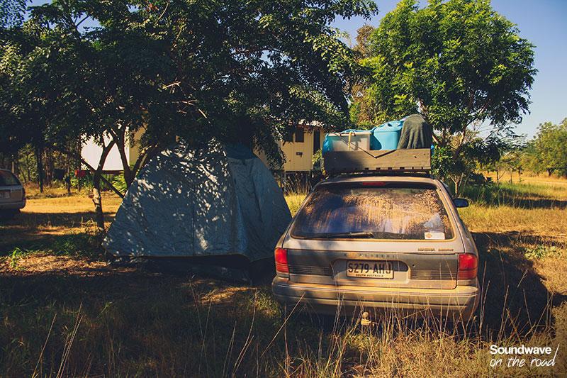 Camp sauvage dans le bush