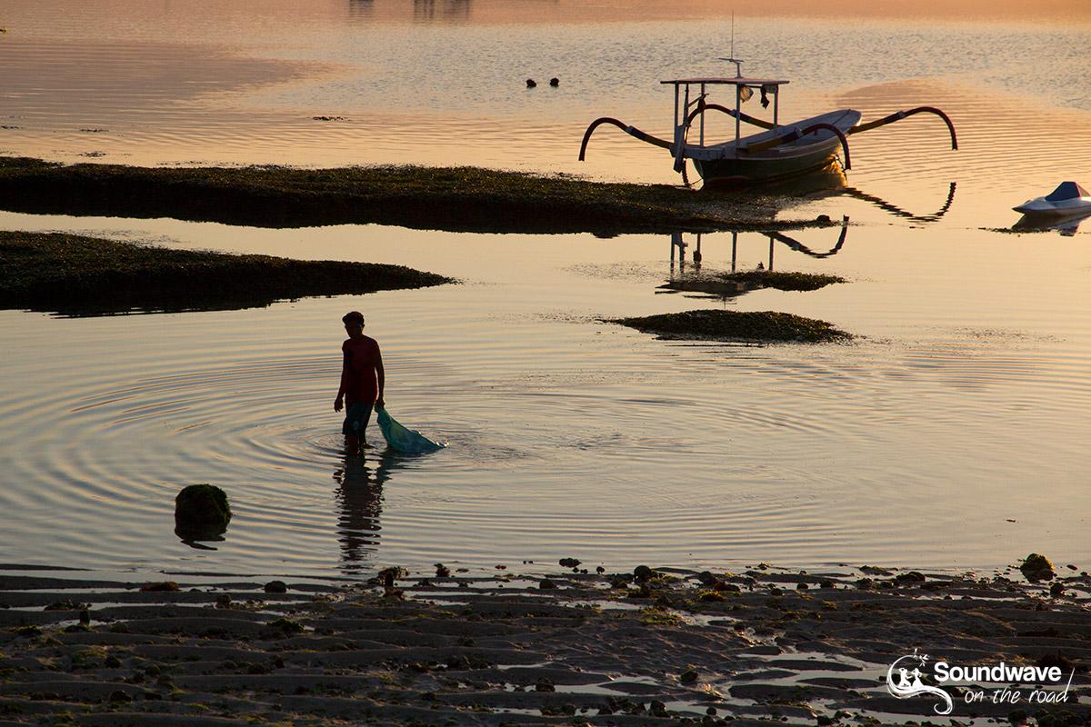 Pêcheur du soir à Nusa Lembongan