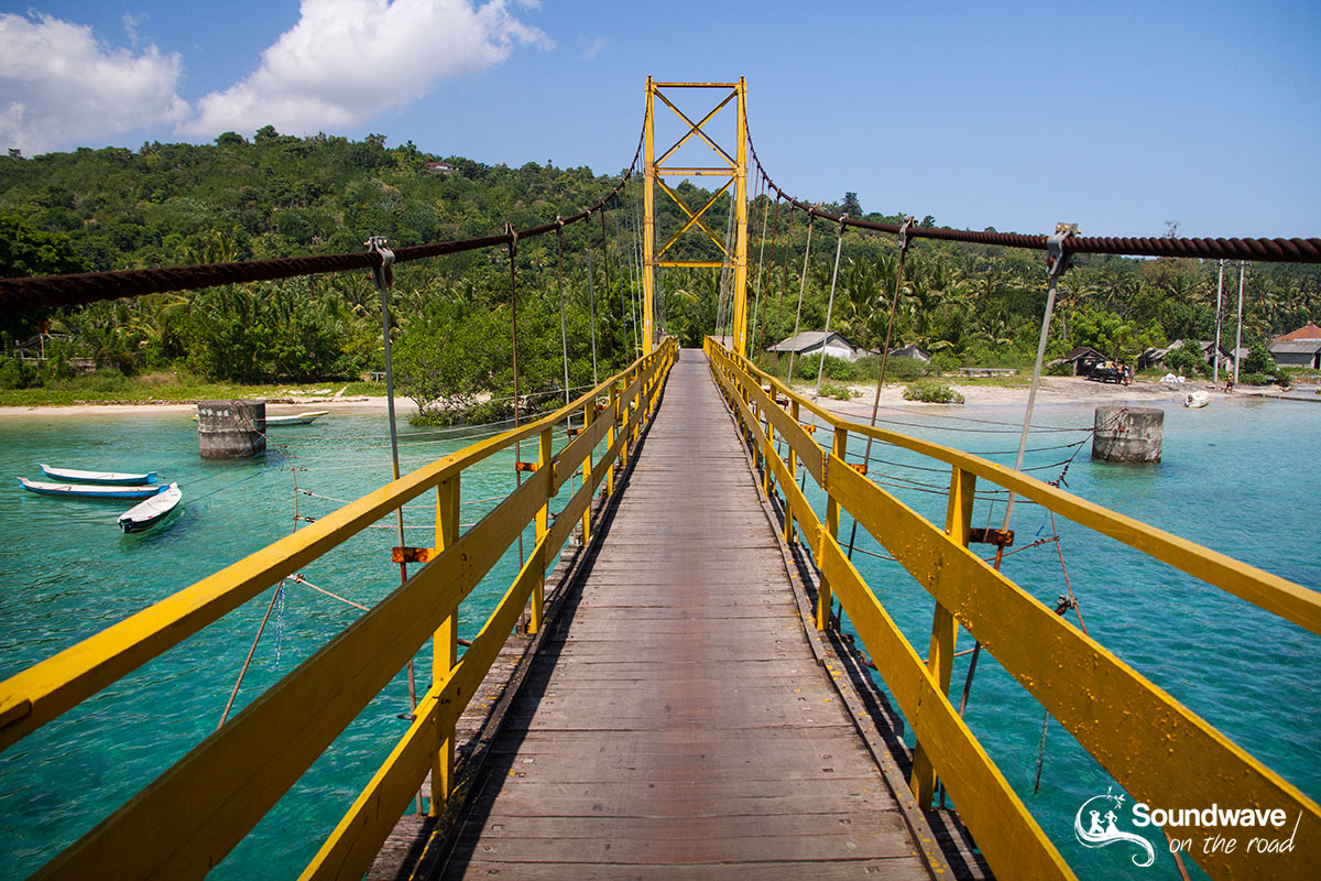 Nusa Lembongan hanging bridge