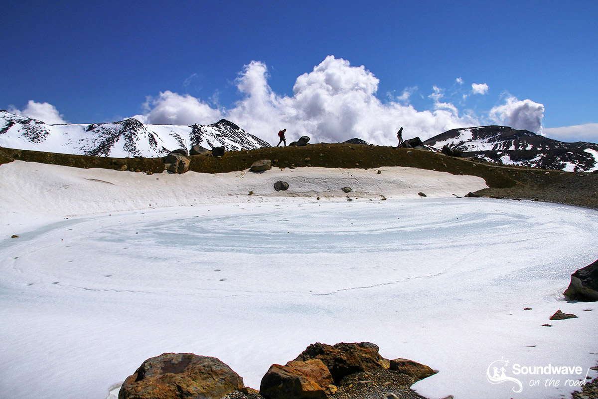 Frozen lake, Tongariro, New Zealand - Lac gelé en Nouvelle Zélande