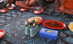 Repas Au Sol - Croisière De Lombok à Flores Avec Kencana