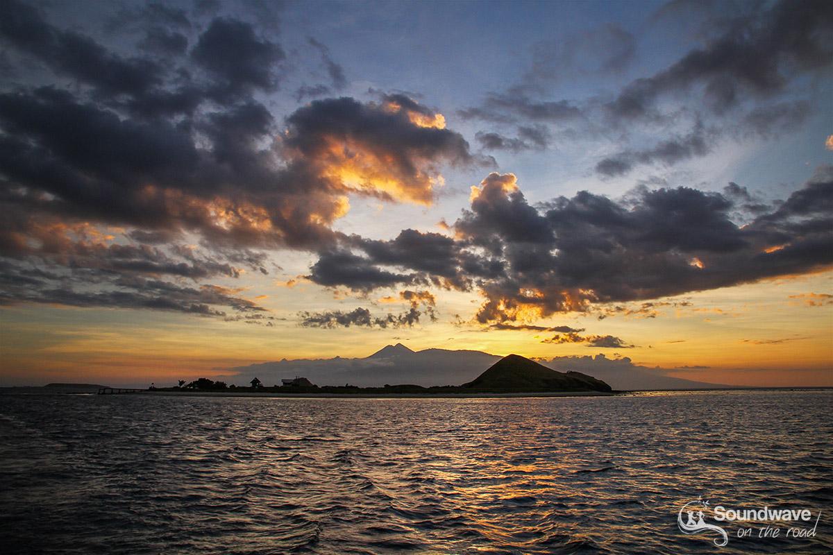 Coucher de soleil sur Lombok et le Mont Rinjani