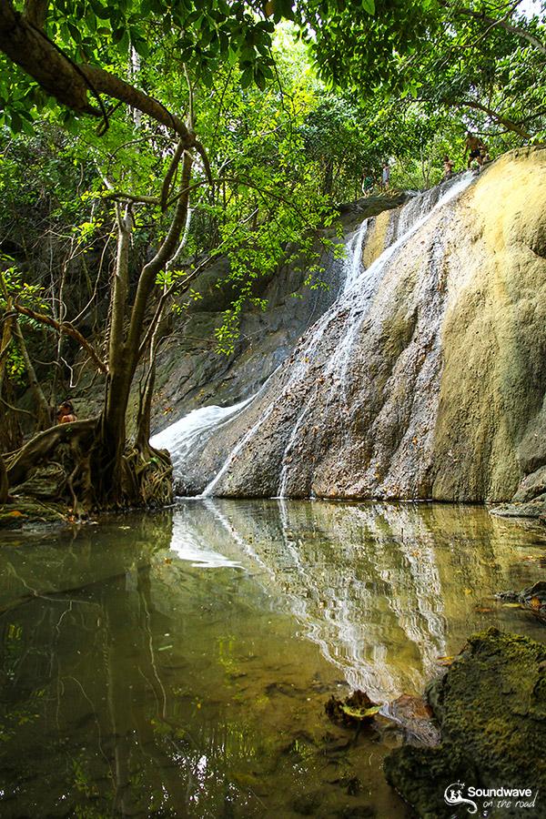 Cascade Moyo sur Moyo Island près de Sumbawa en Indonésie