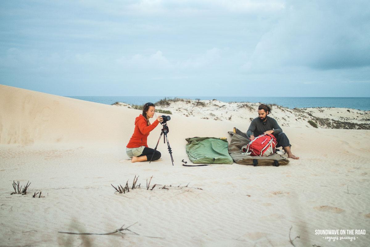 Une nuit de bivouac dans les dunes de sable pour photographier le ciel étoilé