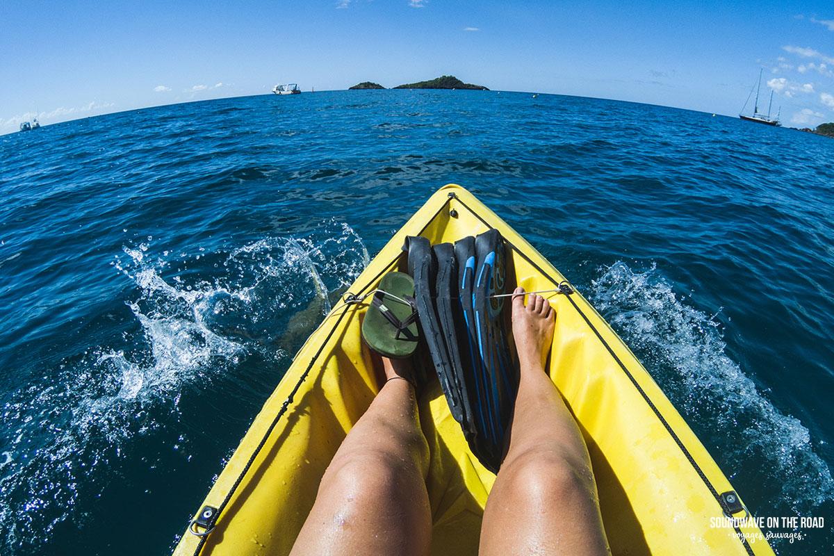 En kayak vers les îlets Pigeon, Réserve Cousteau, Guadeloupe