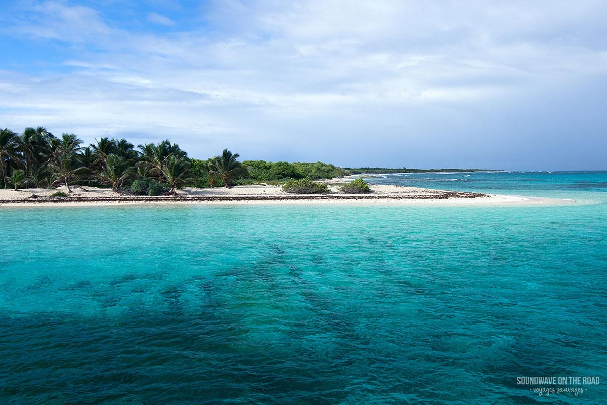 Arrivée en bateau à Petite Terre au large de la Guadeloupe