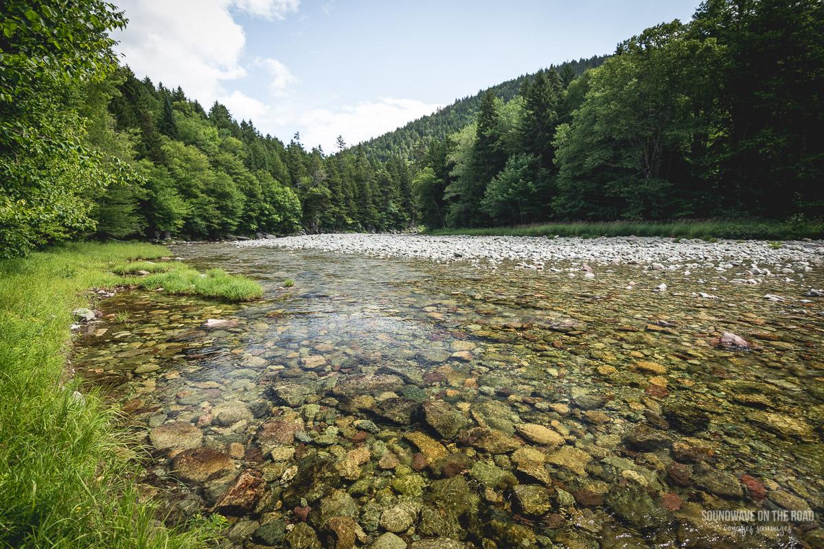 Rivière cryistalline dans le parc national de Fundy au Nouveau Brunswick