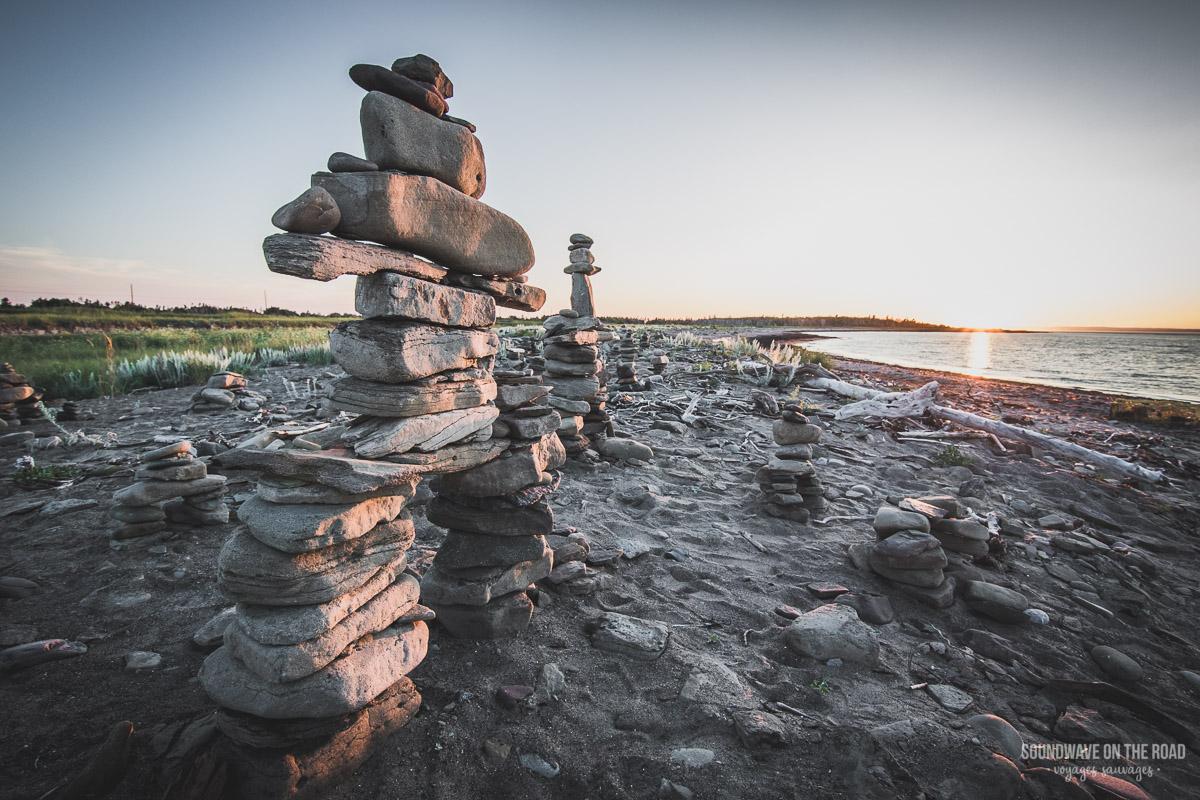 Les inuksuit sur l'Île Miscou, péninsule Acadienne, Nouveau Brunswick, Canada