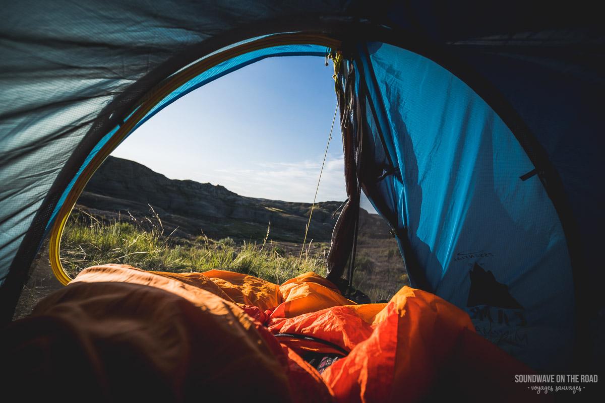 Camper en arrière pays dans le Parc National des Prairies au Canada