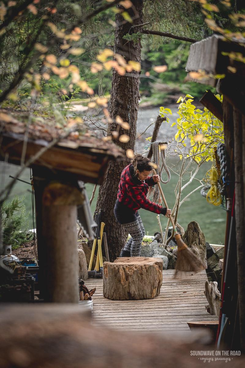 Vie de bûcheron en automne au Canada