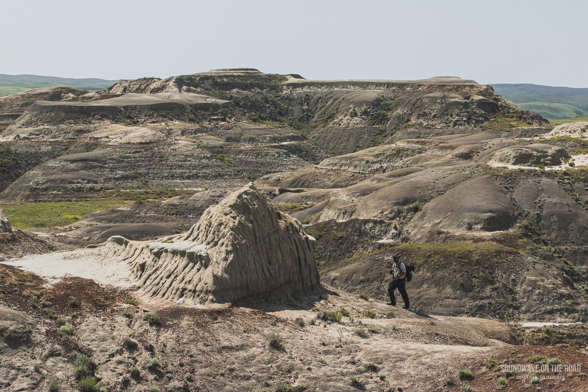 Randonner dans les Badlands du Parc National des Prairies au Canada